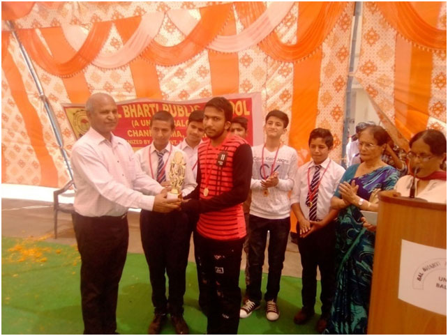 Prize distribution on Annual Day function of Bal Bharti Public School in April 2018.